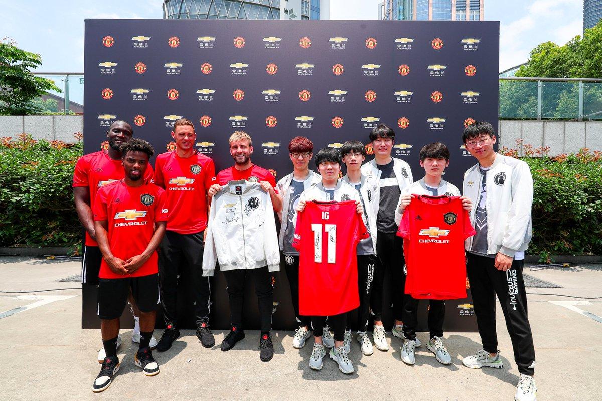 Invictus Gaming и Manchester United